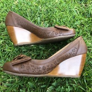 Andrea Round Toe Wedges with Bow
